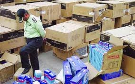 Photo of در این انبار بیش از 4 میلیارد کالای قاچاق بود / در بوشهر کشف شد